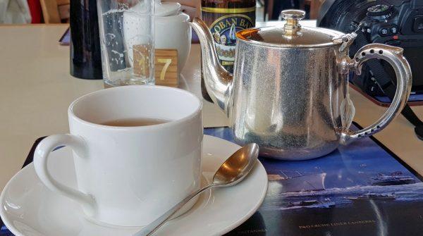 Im Teehaus auf der HMY Britannia in Leith