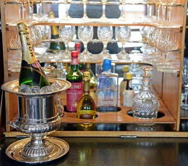 Champagner auf der HMY Britannia in Leith
