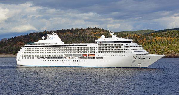 Die MS Regent im Saguenay-Fjord