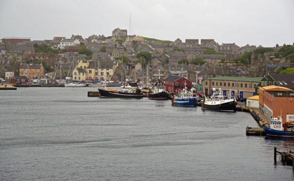 Blick auf Lerwick, Shetland, Schottland