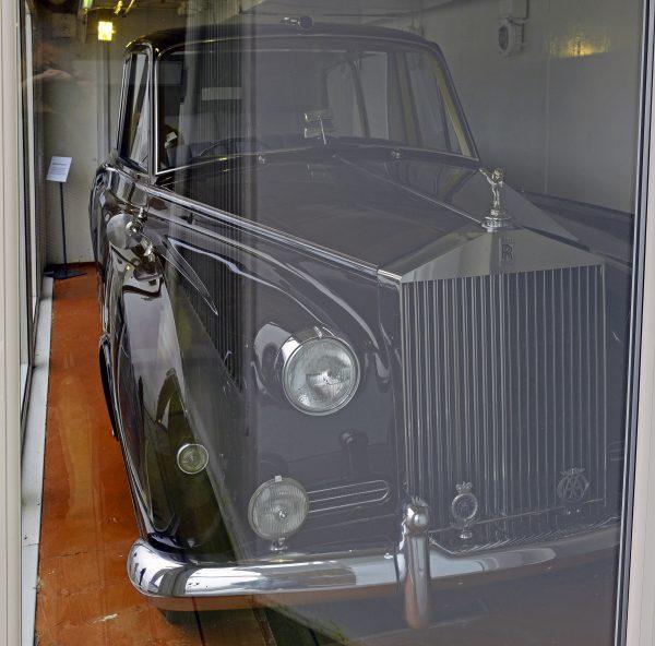 Ein Rolls-Royce auf der HMY Britannia in Leith