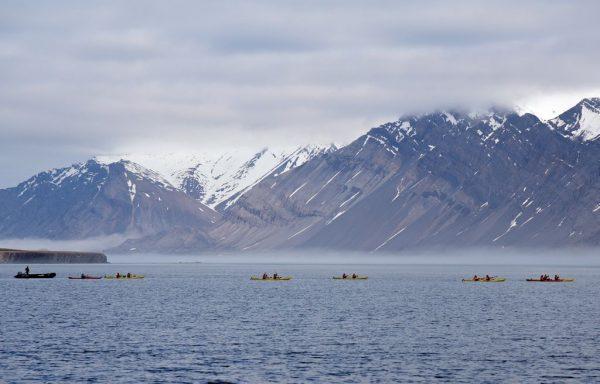 Kajak fahren vor Bamsebu, Spitzbergen