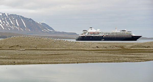 Die MS Silver Cloud im Recherchefjorden