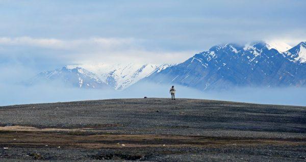Ein Eisbärwächter auf Bamsebu, Spitzbergen