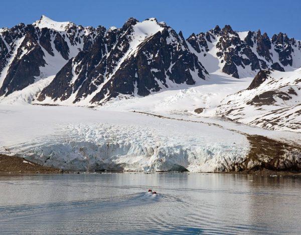 Mit dem Zodiac unterwegs zu dem Gletscher Monacobreen, Spitzbergen