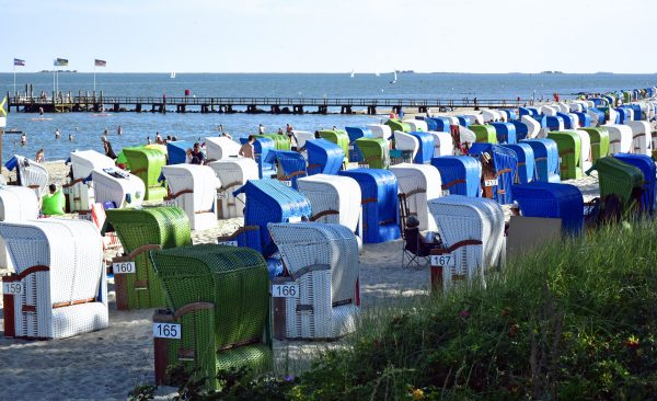 Strandkörbe entlang des Wyker Strandes auf Föhr