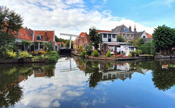 Der Kanal 'Nieuwe Haven' in Edam