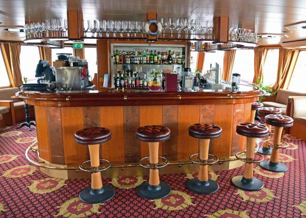 Die Bar der MS Excellence Coral