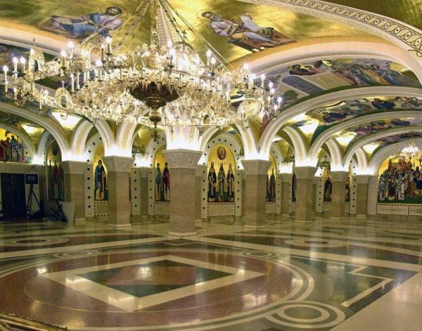Die Krypta im Dom des Heiligen Sava in Belgrad
