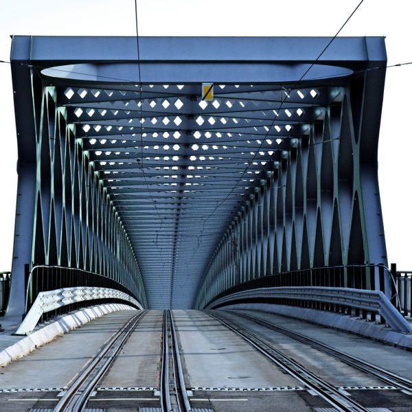 Eine Donau-Brücke in Bratislava