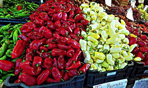 Paprika in den Markthallen in der Markthalle in Budapest