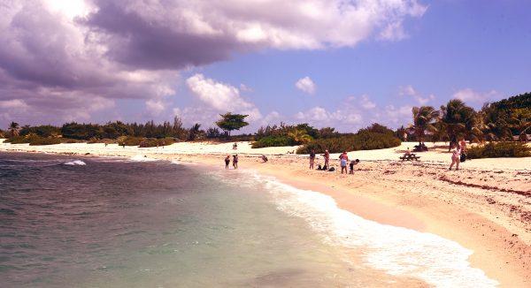 Ein Strand auf Cayman Brac