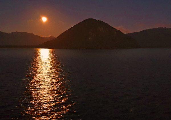Die Sonne geht unter in Chile