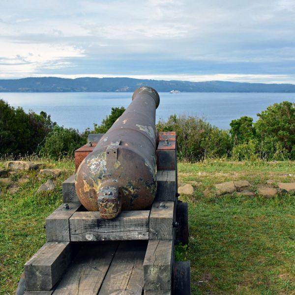 Ein Geschütz in der Festung Agüi in Chiloé
