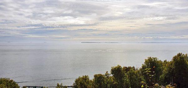 Blick auf die See vom Faro Corona auf Chiloé aus