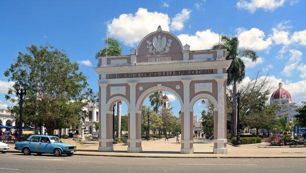 Der Triumphbogen vom 'Parque José Martí' in Cienfuegos