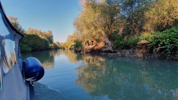 Mit kleinem Boot unterwegs im Donau-Delta