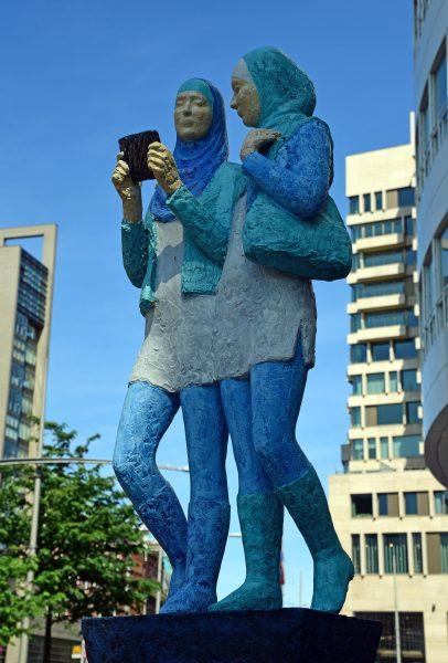 Die 'Friendship' Statue in Den Haag