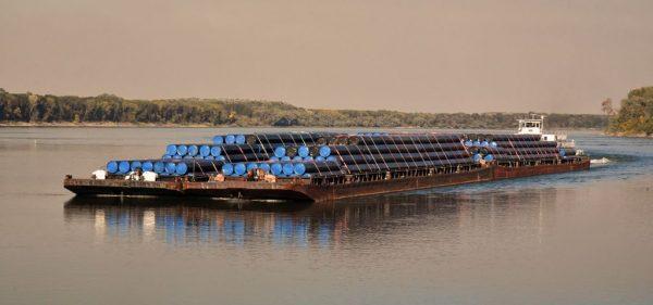 Fracht auf der Donau