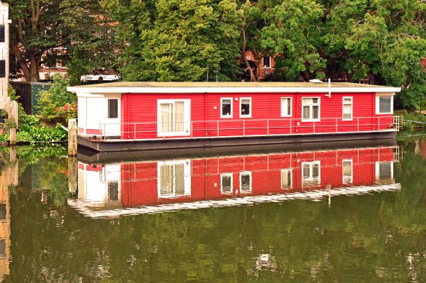 Ein Hausboot in Enkhuizen