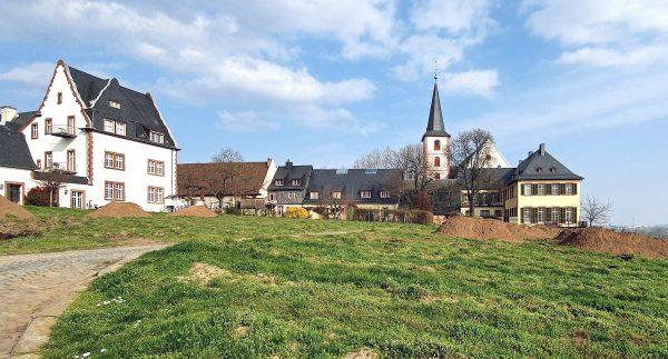 Die Sankt Peter und Paul Kirche in Hochheim