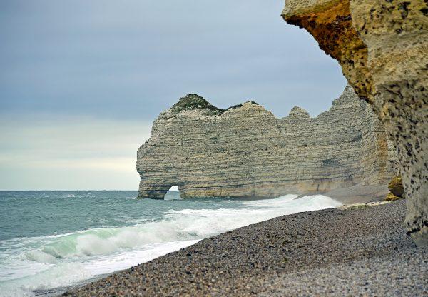 Die Alabasterküste von Étretat (Felsentor Falaise d'Amont)