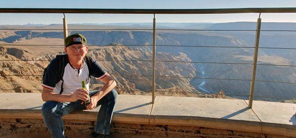 Zinni in der schönsten Bar der Welt am Fish River Canyon