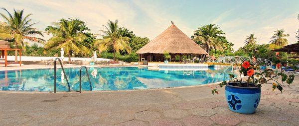 Der Pool vom Kairaba Beach Hotel