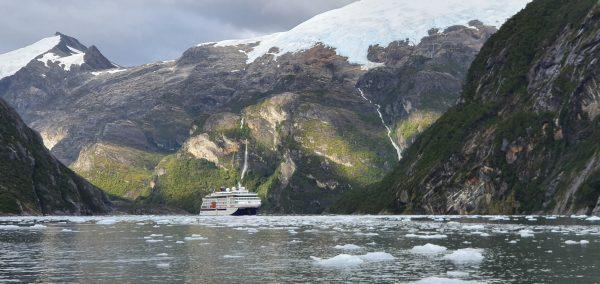Mit der HANSEATIC nature durch die Fjord-Landschaft von Chile