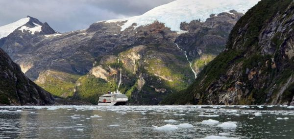 Die HANSEATIC nature im Garibaldi Fjord