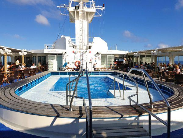 Der Pool von der MS Hamburg