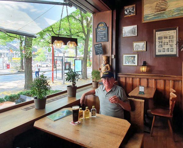 Zinni in der Restaurant-Kneipe Nagel in Hamburg
