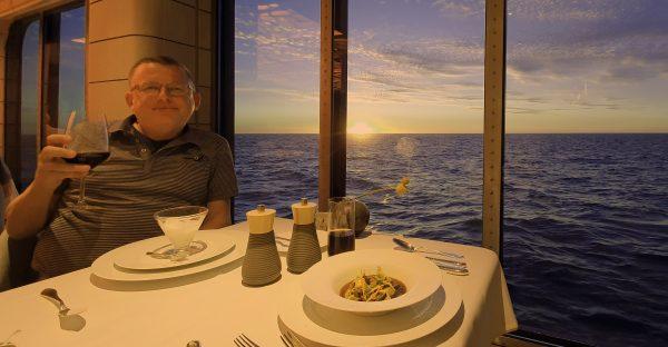 Zinni im Restaurant 'Hanseatic' auf der HANSEATIC nature