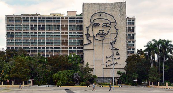 Innenministerium mit Porträt Ché Guevara in Havanna