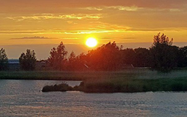 Die Sonne geht unter in den Niederlanden