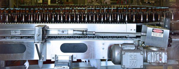 Bier-Fließband der Alaska Brewing Co. in Juneau