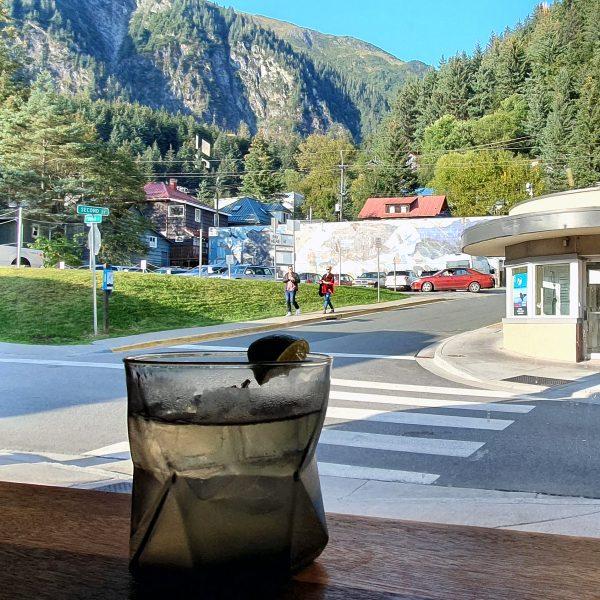 Gin-Test in der Amalga Distillery in Juneau
