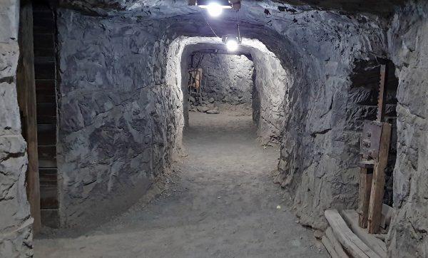 Im tiefen Untergrund vom Big Hole in Kimberley
