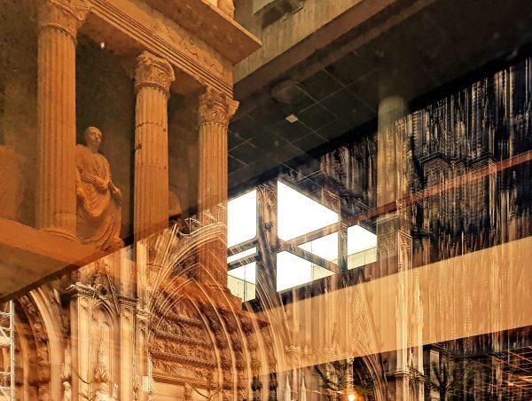 Der gespiegelter halber Kölner Dom