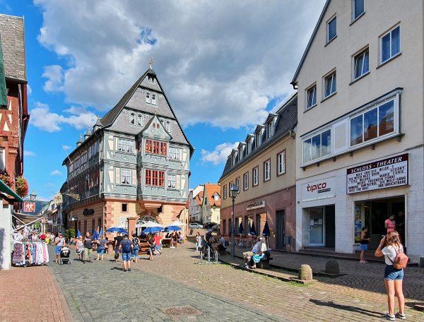 Die Altstadt von Miltenberg und das Gasthaus 'Zum Riesen'