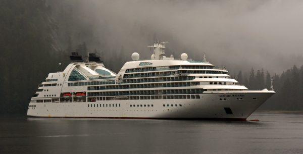 Die MS Seabourn Sojourn in den Misty Fjords