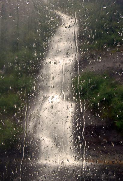 Ein Wasserfall in den Misty Fjords