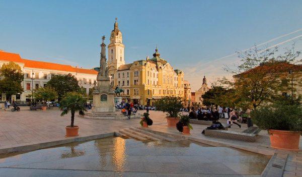 Der Szechenyi Platz in Pécs