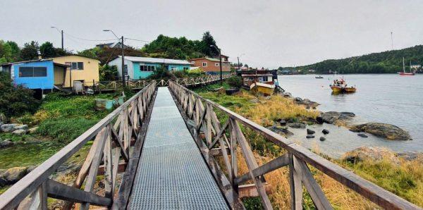 Der Boardwalk von Puerto Edén