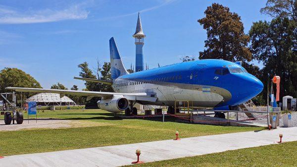 Boeing 737-200 LV-JTD 'Aerolíneas Executive Jet', International Airport República de los Niños, La Plata, Argentinien