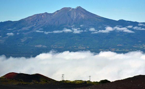 Blick vom Vulkan Osorno auf den Vulkan Calbuco