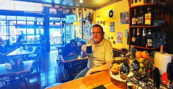 Zinni im Cafe Hausmann, Puerto Varas