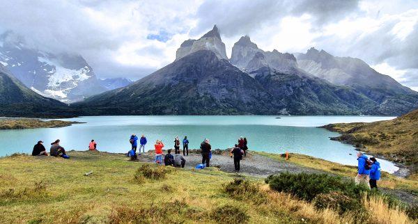 Blick vom Mirador Cuernos auf Felsformationen im Torres del Paine Nationalpark