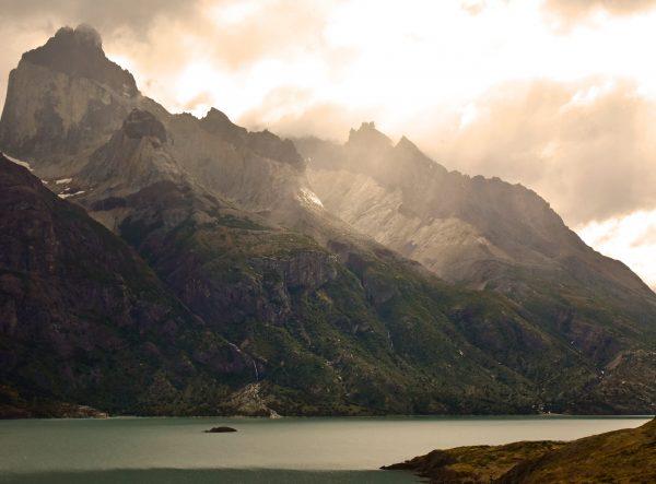 Blick auf Felsformationen im Torres del Paine Nationalpark