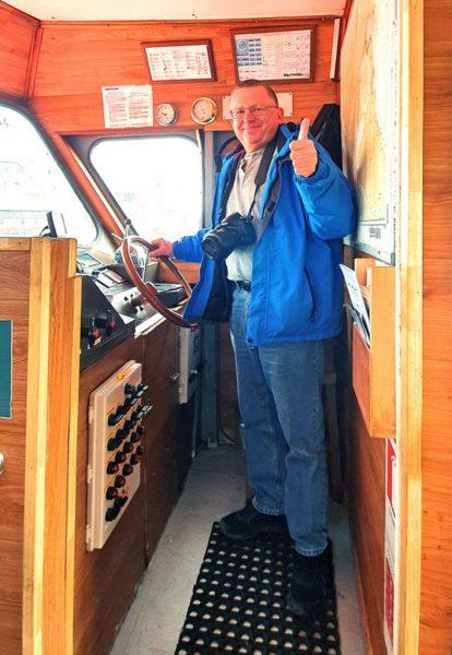 Der Kapitän auf der Fahrt zur Insel Magdalena